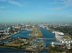 250px-London_City_Airport_Zwart